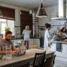 Cum iluminezi eficient bucătăria? Ce soluţii poţi găsi pentru această încăpere?